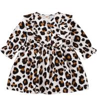 Vestido con estampado de leopardo de otoño para niña