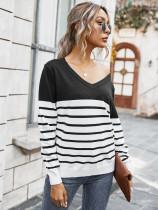 Camisa holgada de punto con cuello en V y estampado de rayas