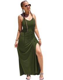 Простое однотонное длинное платье с разрезом на бретелях