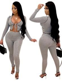 Conjunto de calças de cintura alta e top de duas peças cinza cortada com cintura alta