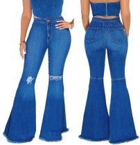 Zerrissene Blue Jeans mit Glockenboden und hoher Taille