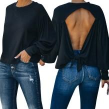 Осенняя черная рубашка с вырезом на спине и длинным рукавом