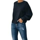 Camisa negra de manga larga de otoño con corte en la espalda