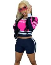 Top corto e pantaloncini sportivi con colore a contrasto