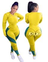 Conjunto de camisa y legging con estampado deportivo y fitness