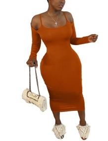 Осеннее платье-миди с однотонными бретелями и рукавами