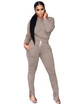 Camicia semplice abbinata casual autunnale e pantaloni inferiori con zip