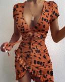Minivestido envuelto con tiras recortadas y estampado de leopardo de fiesta