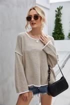 Langer Pullover mit rundem Hals und rundem Halsausschnitt und Kontrastbesatz
