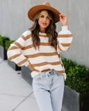 Suéter holgado con cuello redondo y rayas de otoño