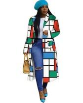 Geommetrischer bunter afrikanischer langer Mantel mit vollen Ärmeln