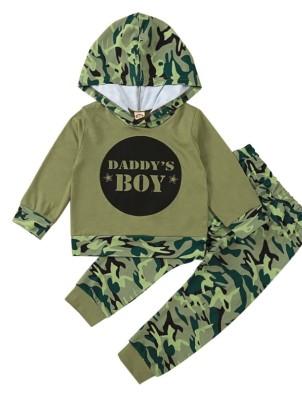 Set di pantaloni e top con cappuccio con stampa autunno camou per bambini
