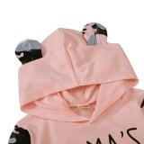 Top e pantaloni con cappuccio rosa con stampa autunnale per bambina