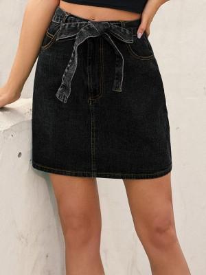 Mini jupe en jean taille haute avec ceinture