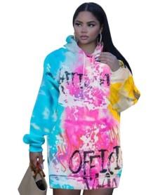 Vestido com capuz colorido com estampa africana