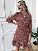 Vestido corto elegante con volantes y estampado de puntos de otoño