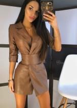 Robe blazer en cuir kaki d'hiver avec ceinture large assortie