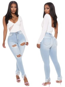 Lichtblauwe jeans met hoge taille en gescheurde kwastjes