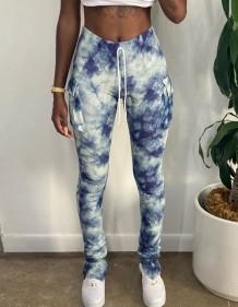 Calças com bolsos inferiores com estampa de tingimento da África