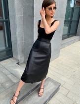 Stilvoller A-Linien-Rock mit hoher Taille und elegantem Leder und langem Gürtel