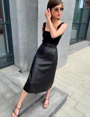 Elegante gonna lunga in pelle elegante a vita alta con cintura