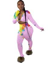 Colori autunnali abbinati a top corto aderente e pantaloni sexy