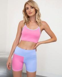 Conjunto de sujetador y pantalones cortos de yoga en contraste de verano