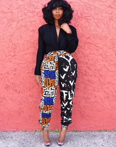 Calças formais com estampa de cintura alta na África