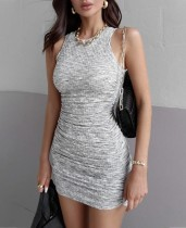 Mini-robe froncée sans manches sexy