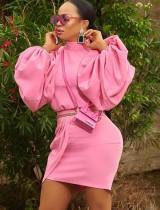 Conjunto de minifalda y top con mangas de burbujas en rosa otoñal