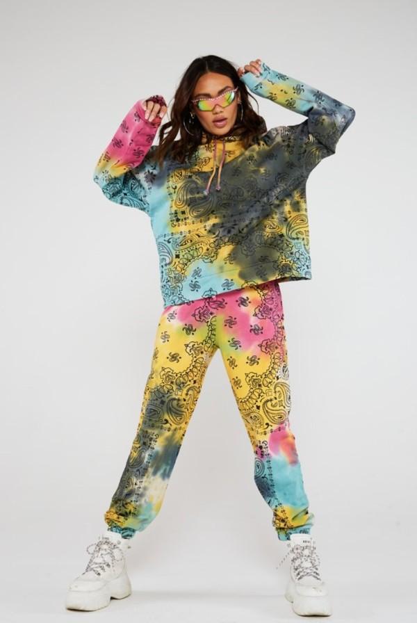 Conjunto de pantalones con capucha y tie dye estilo callejero de otoño