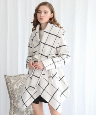 Manteau à carreaux irréguliers enveloppé avec col rabattu d'hiver avec ceinture