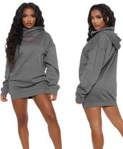 Robe à capuche grise à imprimé décontracté d'automne