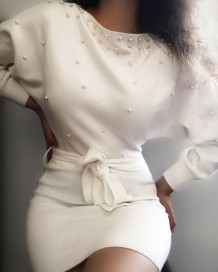 Mini vestido de fiesta de otoño con cuentas blancas y cinturón