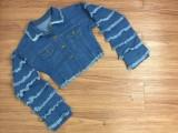 Veste courte en jean bleu boutonnée d'automne avec manches superposées
