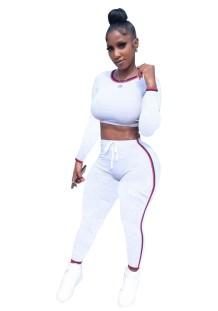 Conjunto de pantalón y top corto con contraste deportivo de otoño