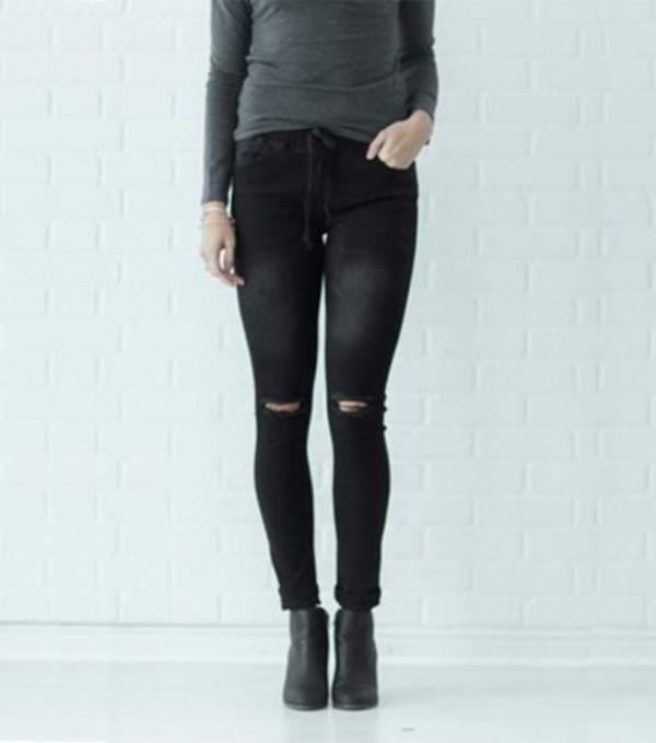 Jeans regulares rasgados negros de otoño