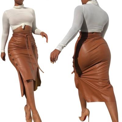 Jupe mi-longue en cuir fendue taille haute automne