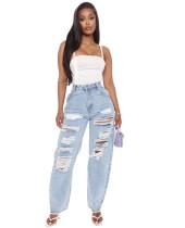 Hellblaue, weite Jeans mit hoher Taille