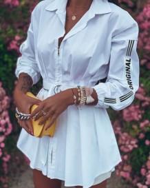 ベルト付き秋のプリント白ブラウスドレス