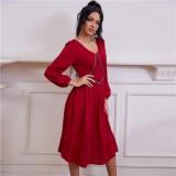 Herbst Elegantes rotes Ballkleid mit V-Ausschnitt
