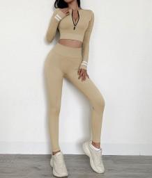 Constrasterende yogatop en leggingset met lange mouwen en rits