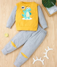 Conjunto de pantalón y camisa a contraste con estampado de otoño para niños
