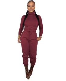 Completo autunno casual tinta unita dolcevita camicia e pantaloni della pista