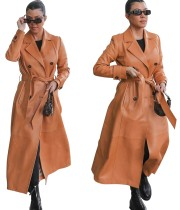 Winter langer Mantel aus Khaki-Leder mit passendem Gürtel
