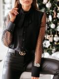 Herbstliche schwarze Bluse mit Knopfverschluss und Netzärmeln