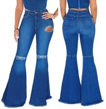 Осенние черные рваные расклешенные джинсы с высокой талией