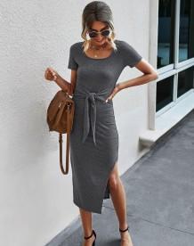 Летнее однотонное длинное платье-рубашка с однотонным разрезом и круглым вырезом