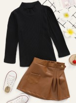 Conjunto de falda y blusa de punto de cuello alto liso para niña
