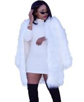 Casaco de pele longa branca de inverno